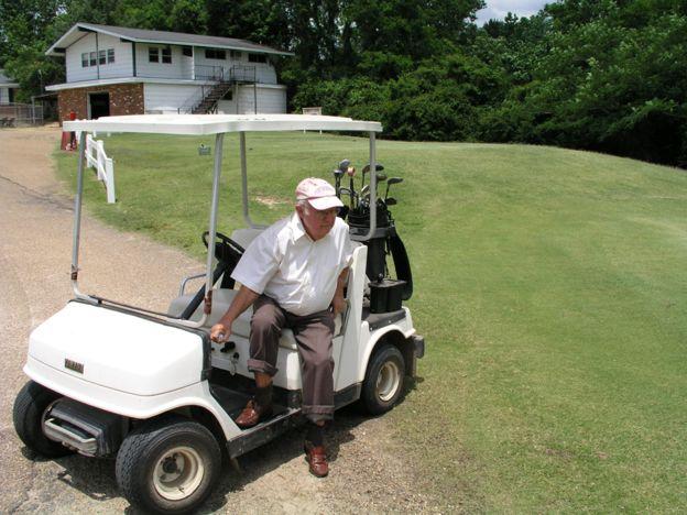 Donald are doua mari pasiuni: golful si calatoriile