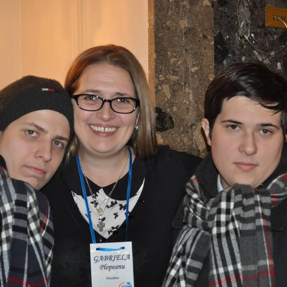 Terapia le-a schimbat destinele! Aceasta este povestea gemenilor cu autism din Brașov care trăiesc o viață normală