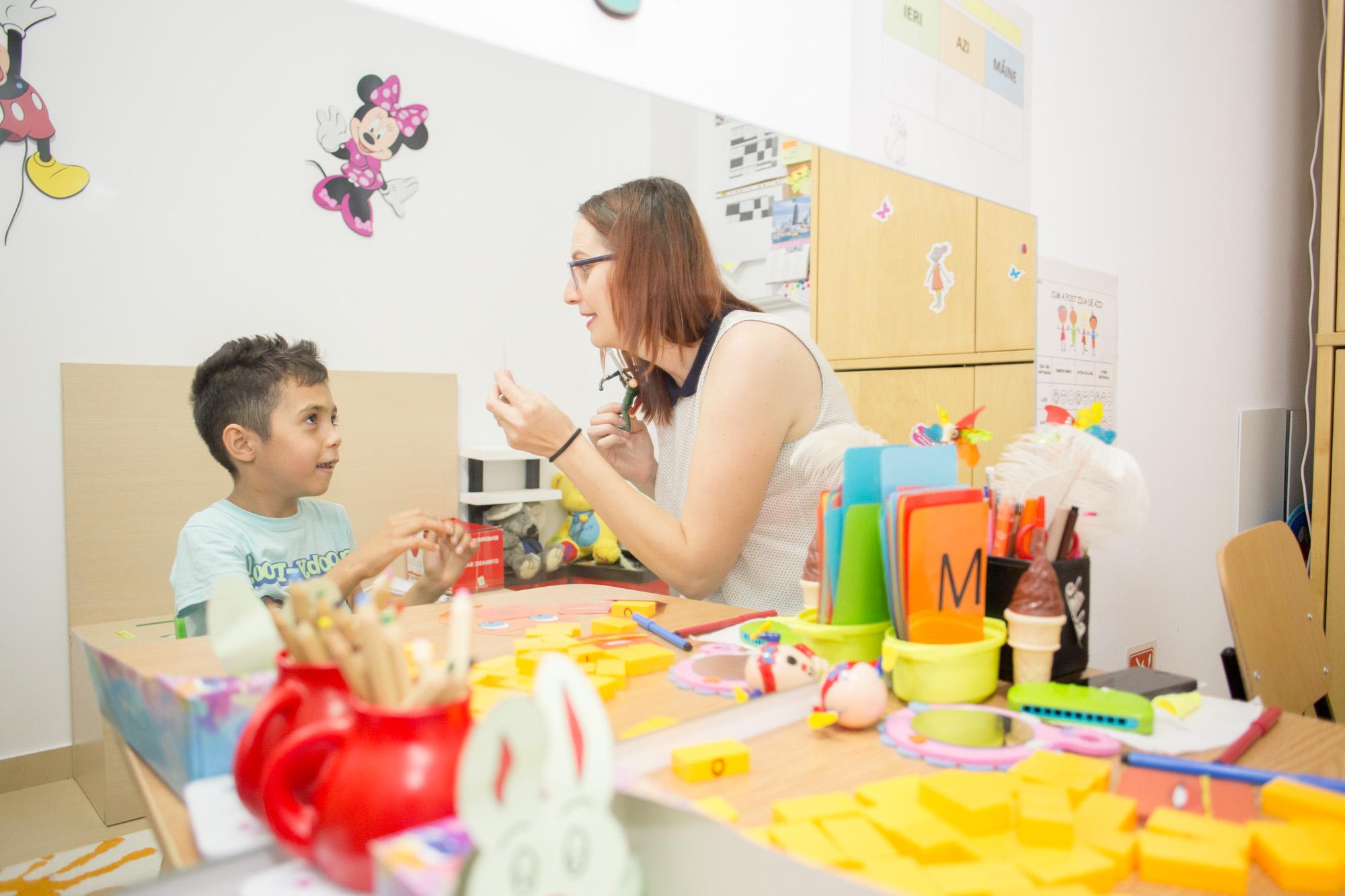 300 de copii cu autism